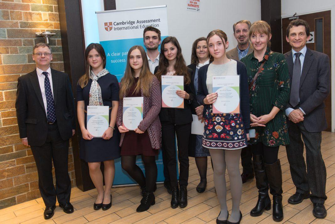 Φωτογραφία: Οι μαθητές του ISOP που έχουν διακριθεί για τις επιδόσεις τους στις διεθνείς εξετάσεις του Κέιμπριτζ